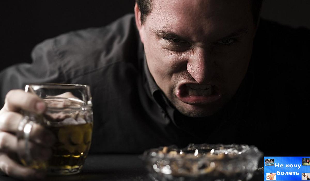 Алкогольным психозом называют тяжелое расстройство психики, причиной которого является злоупотребление алкоголем
